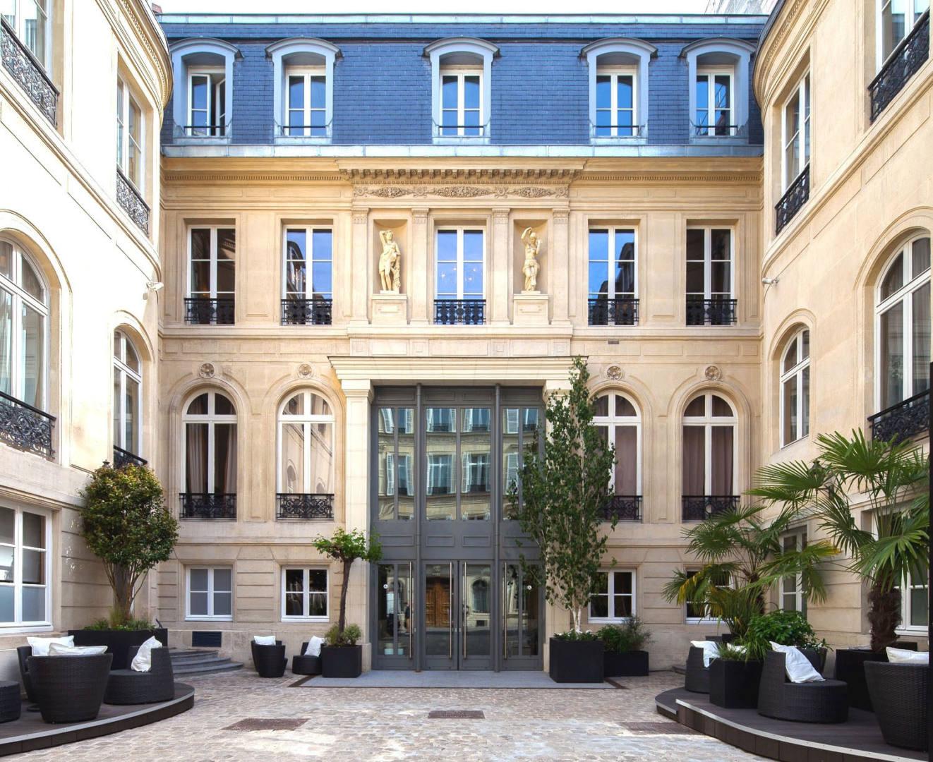 ATHANOR-conception-suivi-realisation-projet-immobilier-Chateauform-Cour-dhonneur